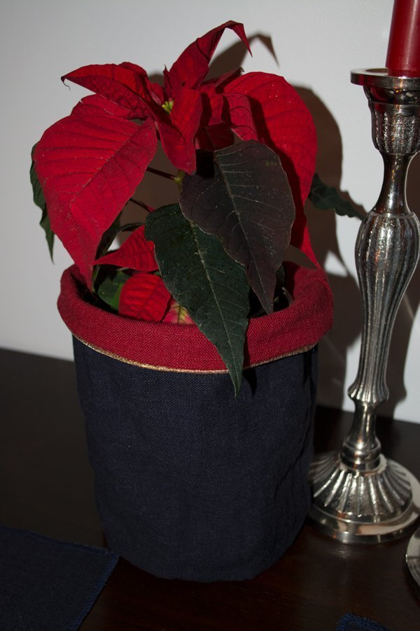 Sew Mariefleur Bernina Flower Pot Cover & Celebrate Christmas at the table!