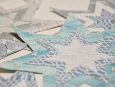 How to make a decorative and festive star table decoration (with free template)