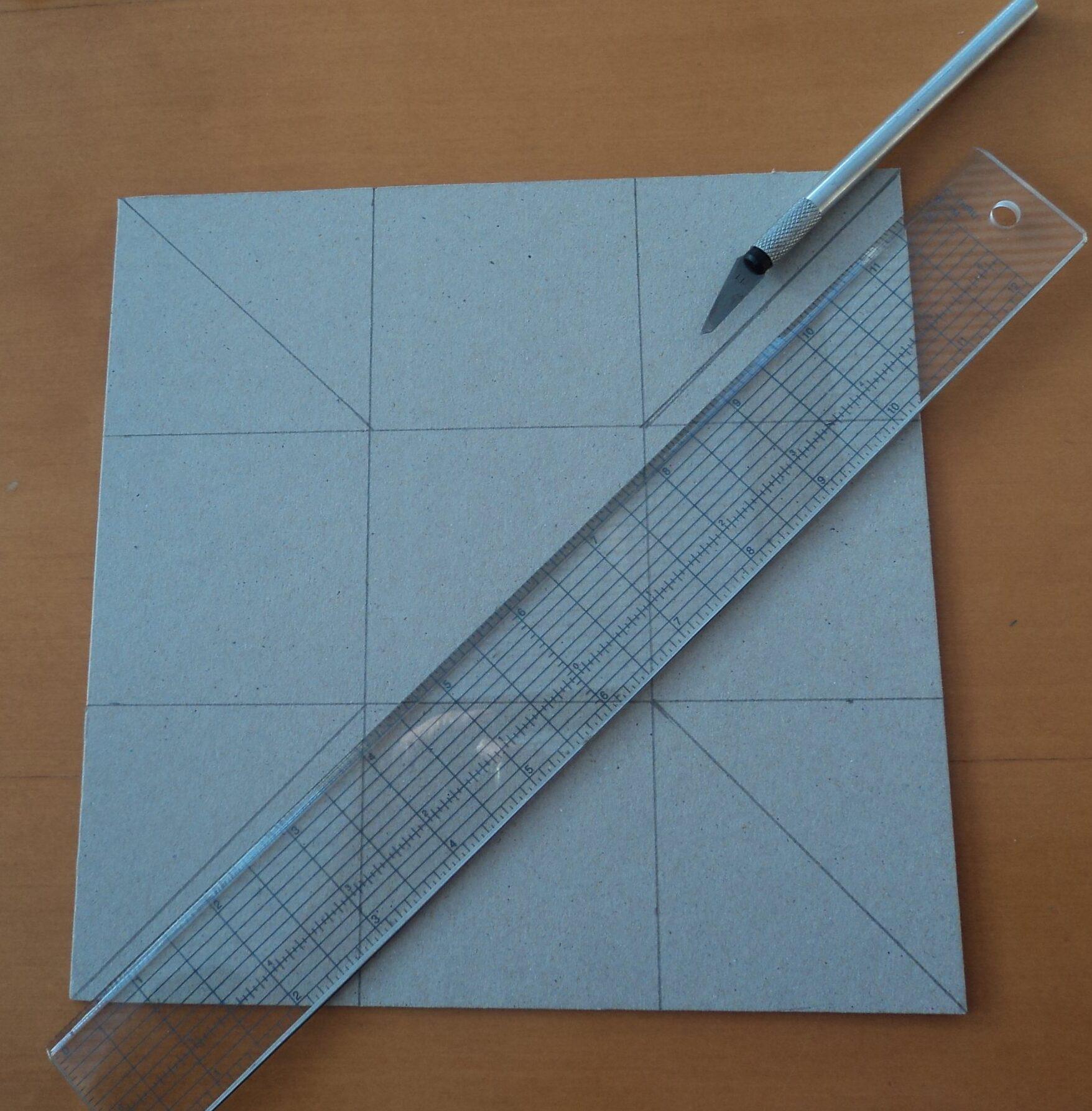 Linien auf Karton zeichnen und einritzen