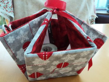 Sewing a delightful deco gift basket
