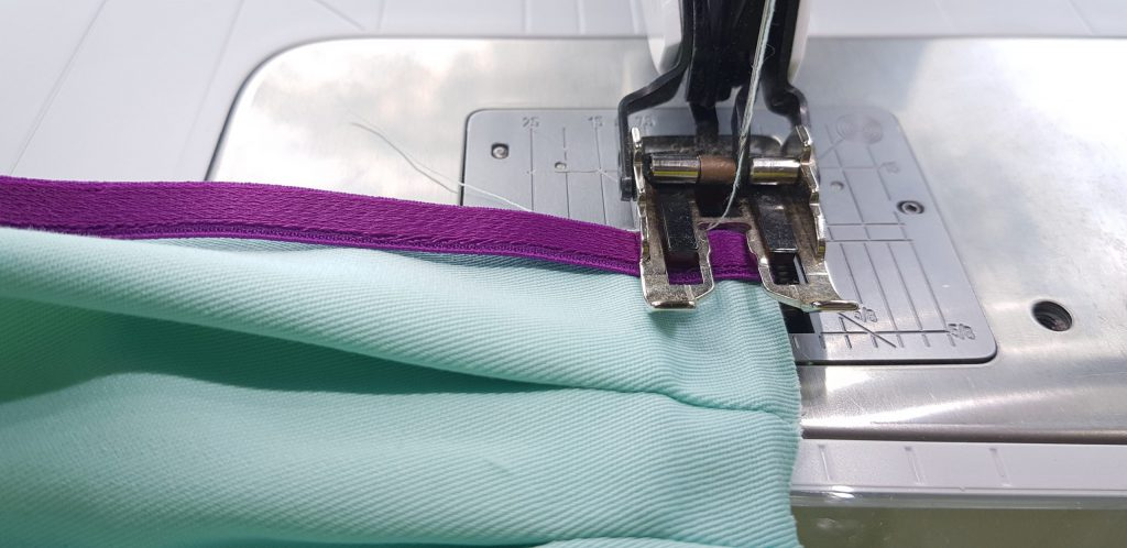 stitch-up-the-elastic-band