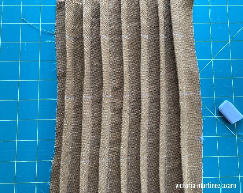 makinga fabric collage pillow la creative mama