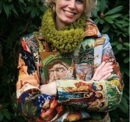Winterjas van oude borduurwerken