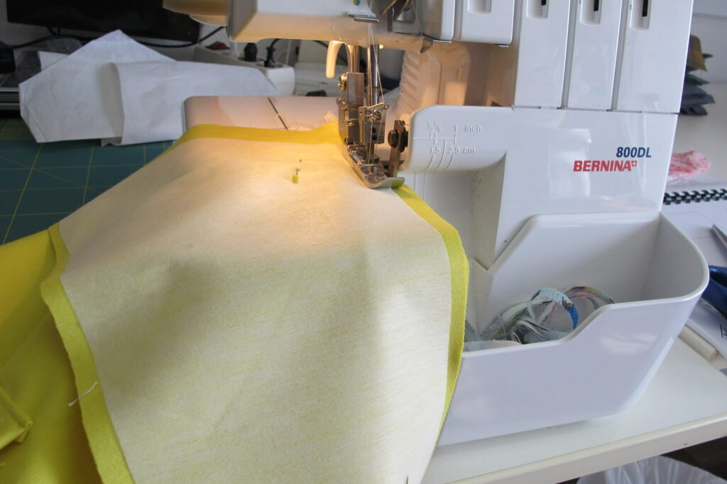 Middenvoornaad van beleg en voorpand naaien