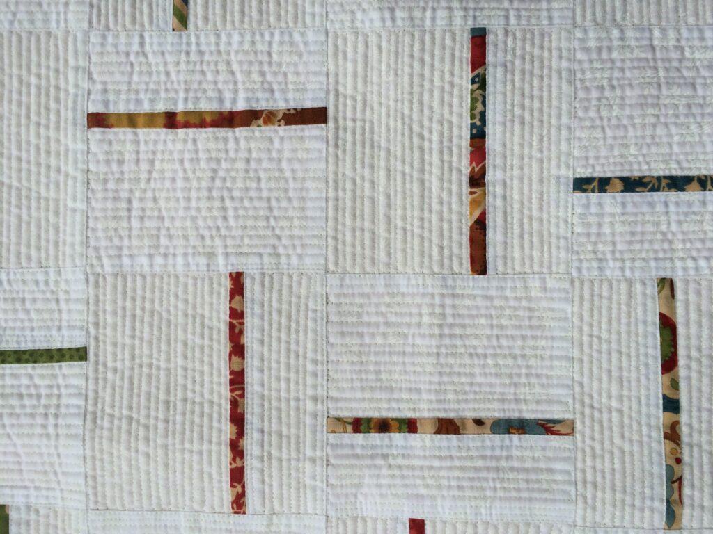 Ook deze quilt is helemaal doorgequilt met de boventransportvoet. Het garen dat ik gebruikt heb is InvisaFil.