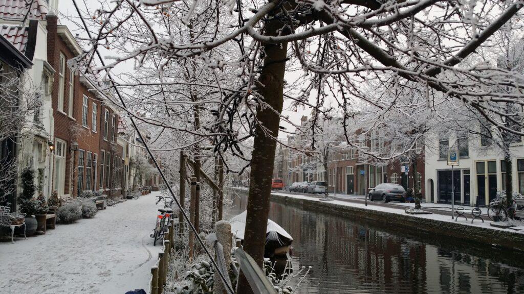 Winters tafereeltje in Delft onderweg naar het atelier...