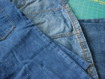 Oude spijkerbroeken