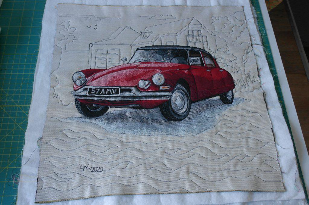De voorkant met de Citroën DS en quiltwerk