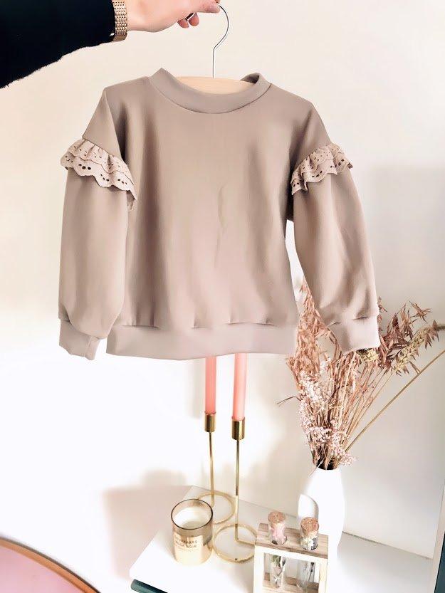 sweater met broderie of tule
