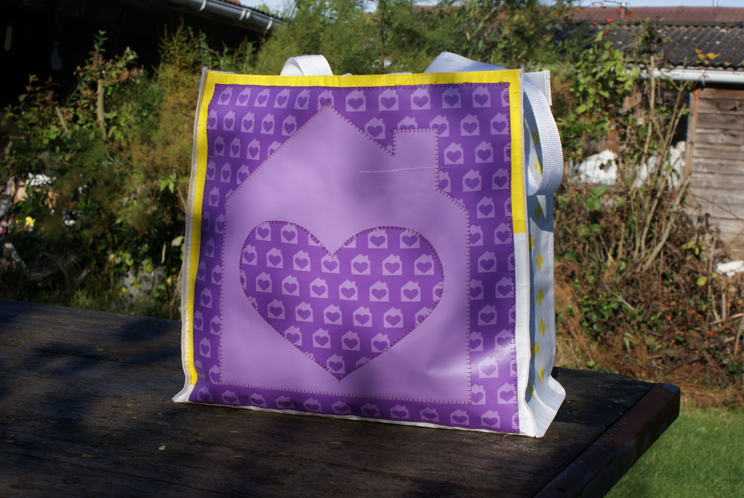 How to pimp a bag for beginners - embellish a bag - tote bag