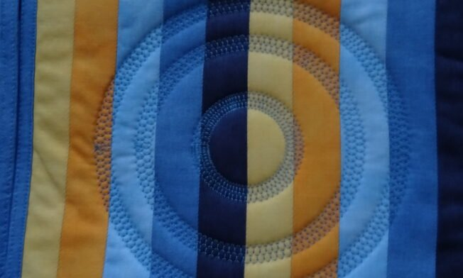 Muster mit Kreisstickapparat