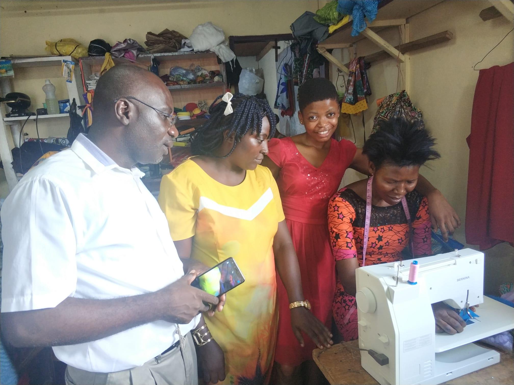 Näherinnen des Sozialprojekt la mariée