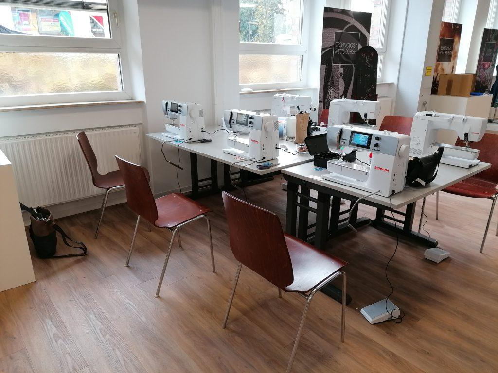 Workshop mit Anke von Cherrypicking am Mettler Blogger-Event - ausgestattet mit sechs BERNINA 570 QE.