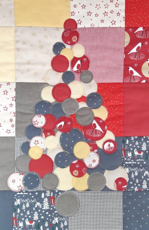 Weihnachtlicher Wandbehang: Aufgenähte Kreise