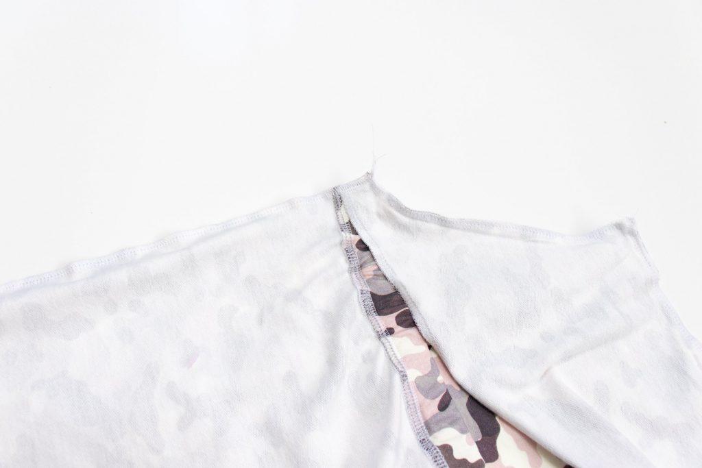 Latzkleid: Seitennähte schliessen