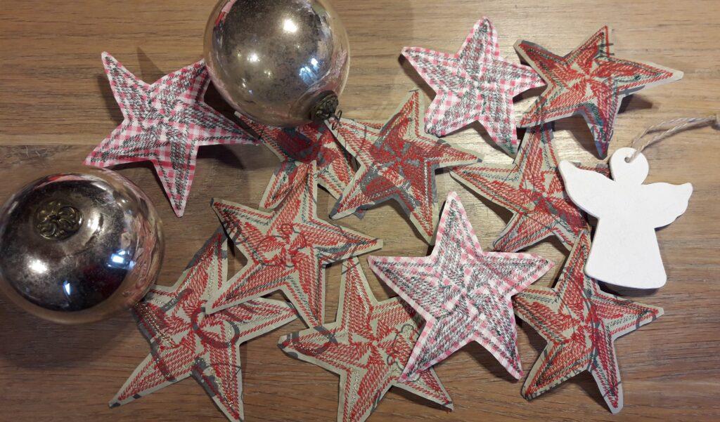 Upcycling-Nähprojekt: Sterne aus Einkaufstaschen sticken (mit Stickdatei-Freebie)