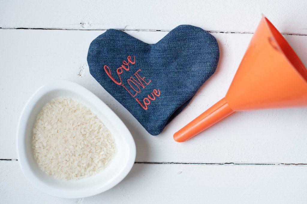 Gratis-Schnittmuster und Nähanleitung für einen praktischen Taschenwärmer von BERNINA und Selbermachen macht glücklich