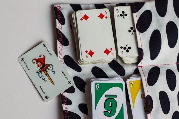 Die fertige Spielkartentasche. Perfekt für den Urlaub!