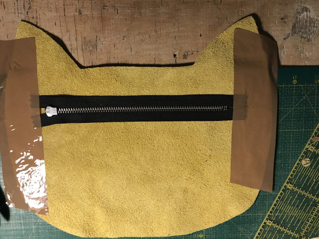 Tipp: Reißverschluss mit Packband festkleben