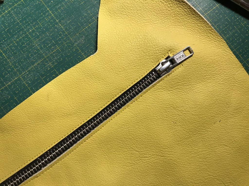 Nähen mit Leder: Reißverschluss einnähen