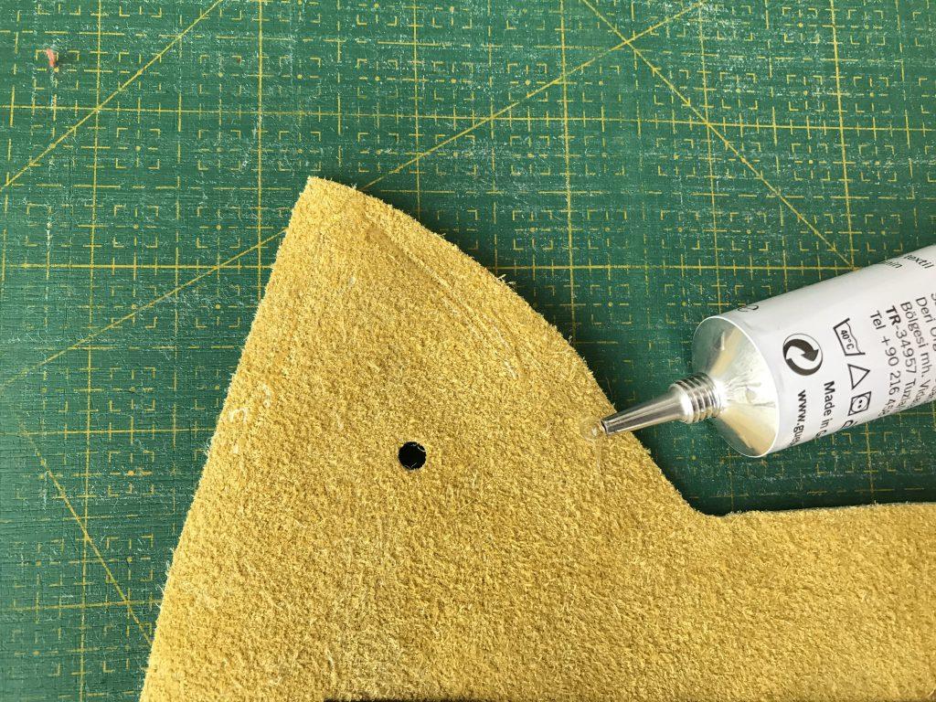 Nähen mit Leder: Textilkleber eignet sich wunderbar