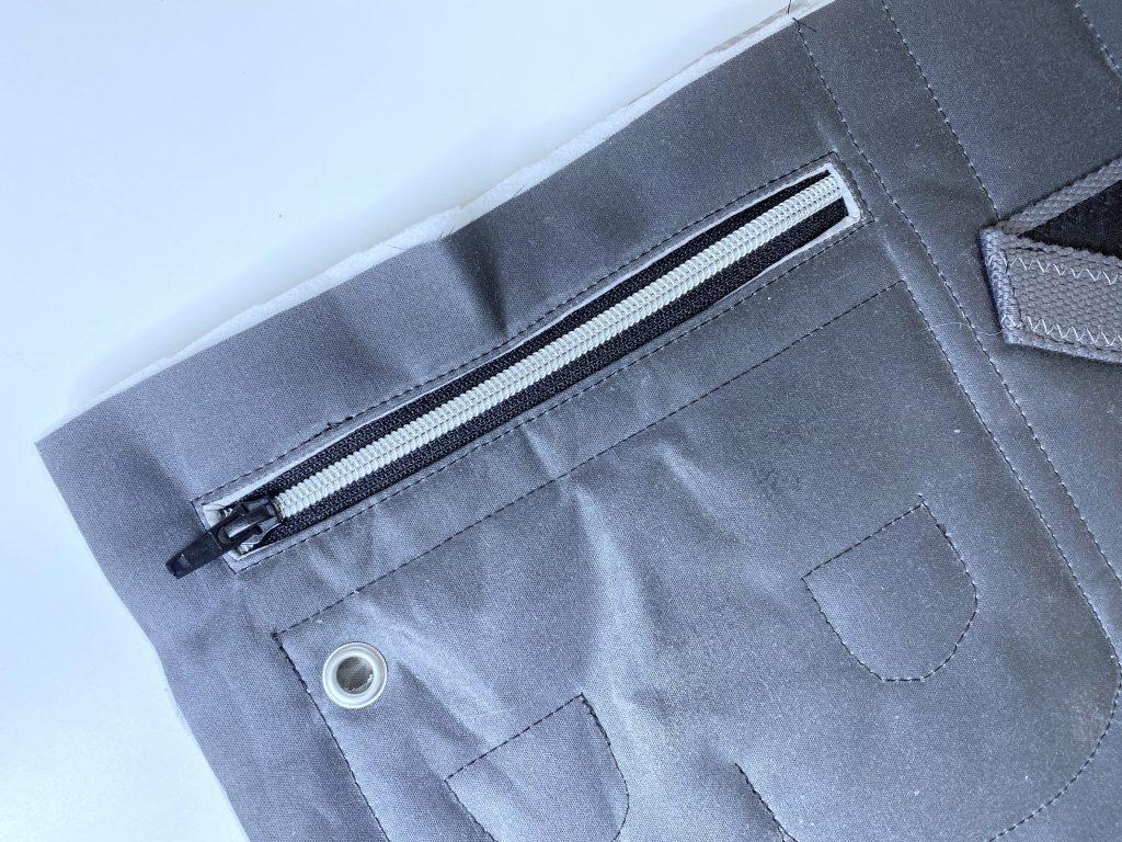 Reißverschlusstasche nähen: voilà, die Tasche ist eingenäht!