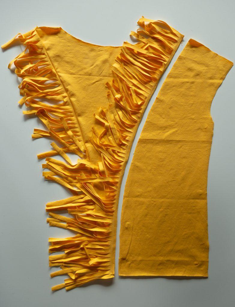 Fransen-Shirt nähen: Mittelteil an Seitenteil annähen