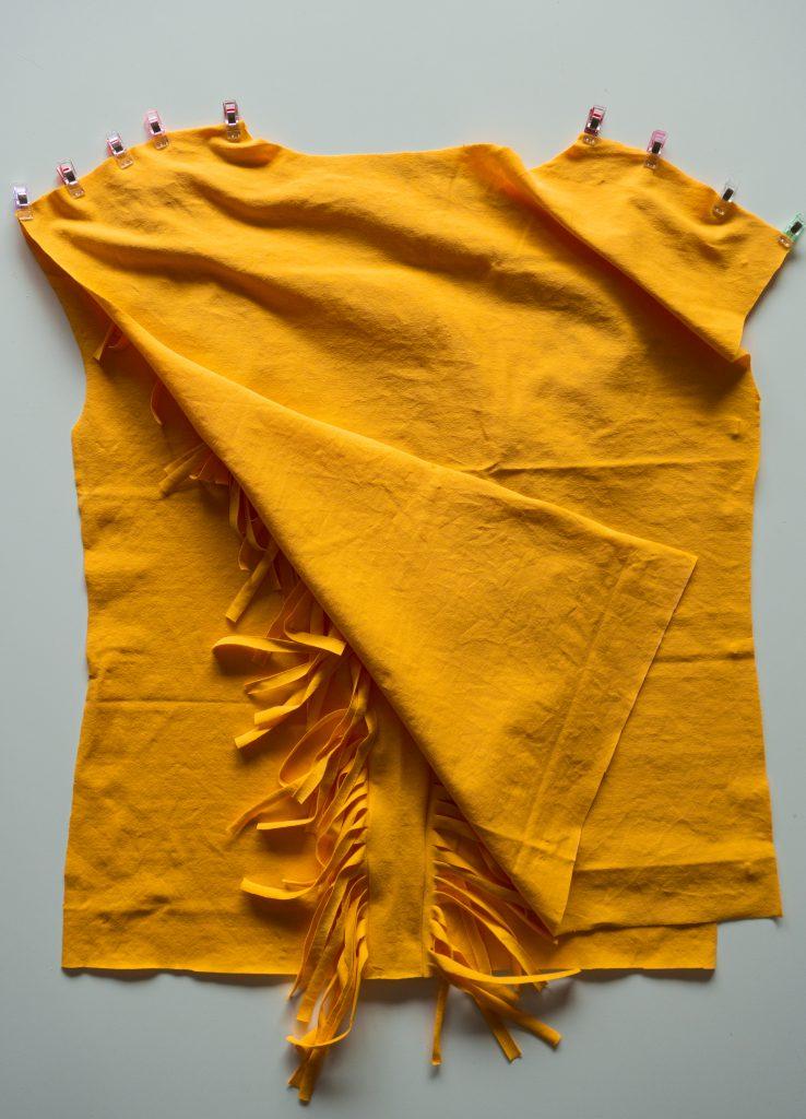 Fransen-Shirt nähen: Schulternähte schließen