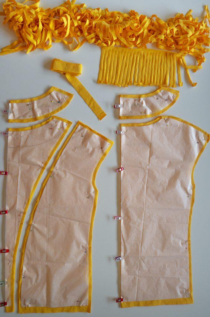 Fransen-Shirt nähen: die zugeschnittenen Teile