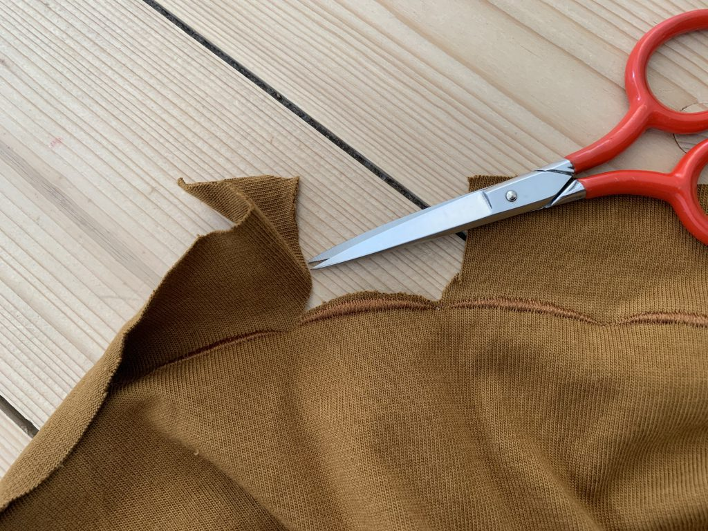 Upcycling für den Kleiderschrank: Oberteil mit Ziersaum