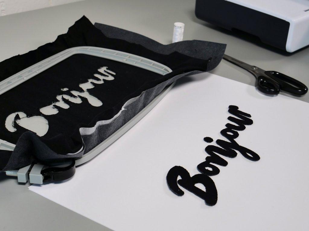 Schriftzug mit dem CutWork Tool ausgeschnitten
