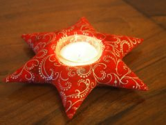 Easy instructions for sewing a star-shaped candle holder