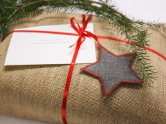 Easy instructions for creating beautiful gift tags from fabric scraps
